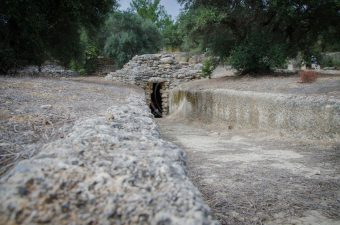 In Fourni Minoan Cemetry