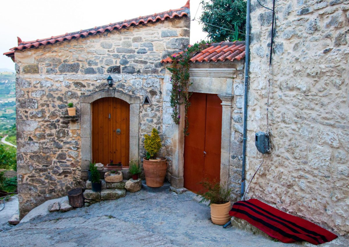 local's house visit- crete-elissos-private tour